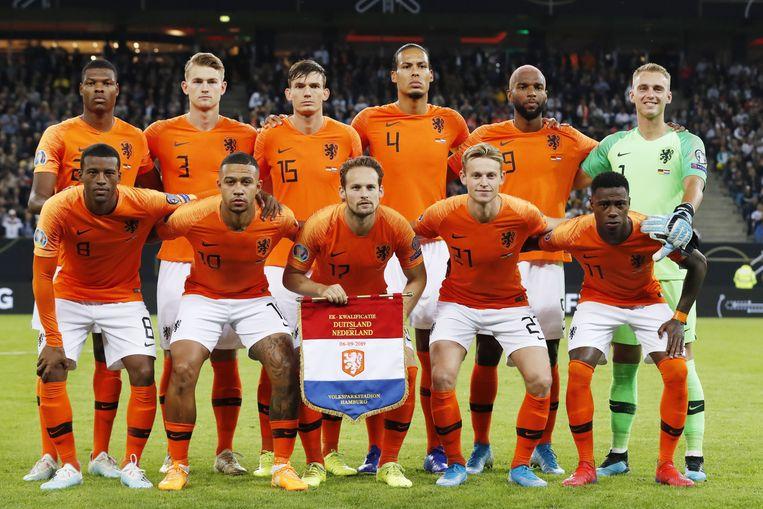 Het Nederlands elftal, voorafgaand aan de wedstrijd tegen Duitsland in 2019.  Beeld VI Images