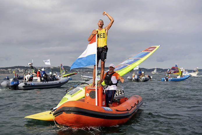 Kiran Badloe schreeuwt het uit van geluk na zijn medalrace.