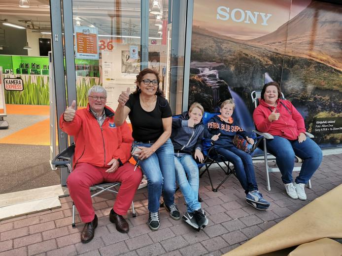 koopjesjagers voor de nieuwe winkel op de Woonboulevard
