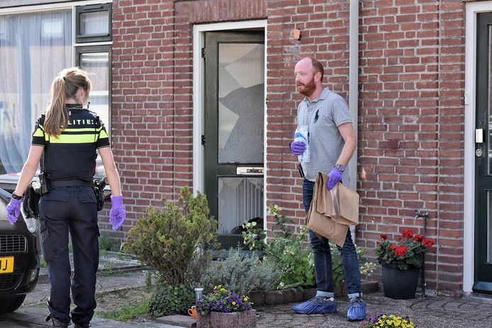 Politie-onderzoek in volle gang bij de woning aan de Vonderwei in Riel.