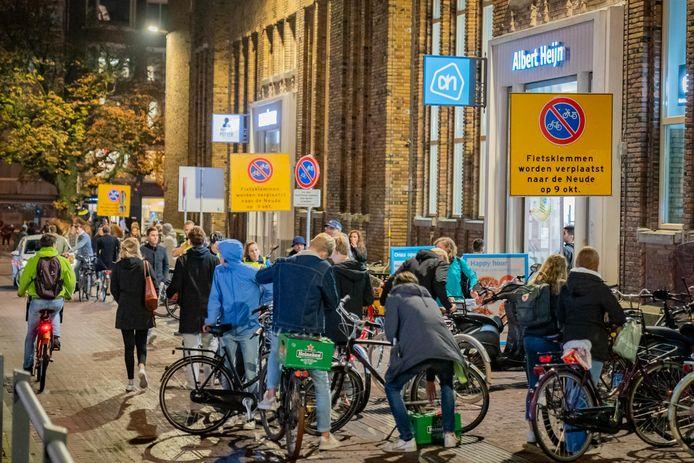 Grote drukte bij supermarkten afgelopen weekeinde na sluitingstijd van cafés.