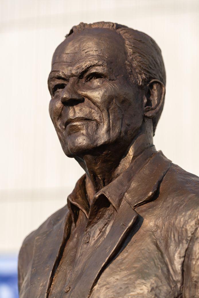 Het standbeeld van Martin Koeman.