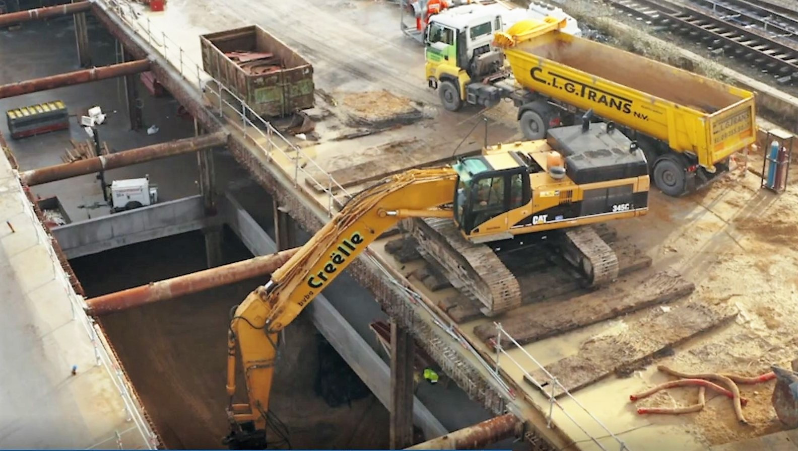 De nieuwe parkeerhaven Station krijgt vorm. Momenteel wordt verdieping -3 uitgegraven.