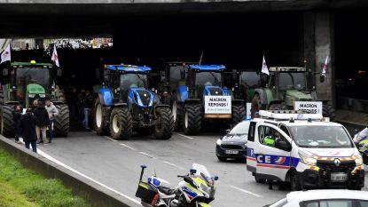 Boze boeren demonstreren voor betere beloning en blokkeren deel van ring in Parijs