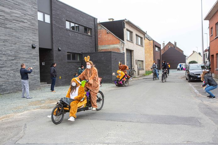 De paashazen kwamen met de (bak)fiets.
