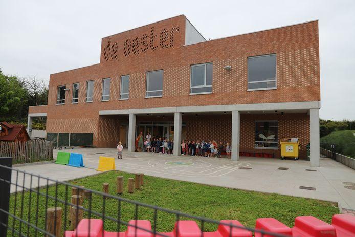 Het gaat om 2 klassen van de lagere school in Strijland