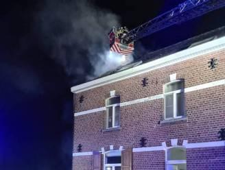 Schouwbrand te laat opgemerkt: deel van dak gaat in vlammen op