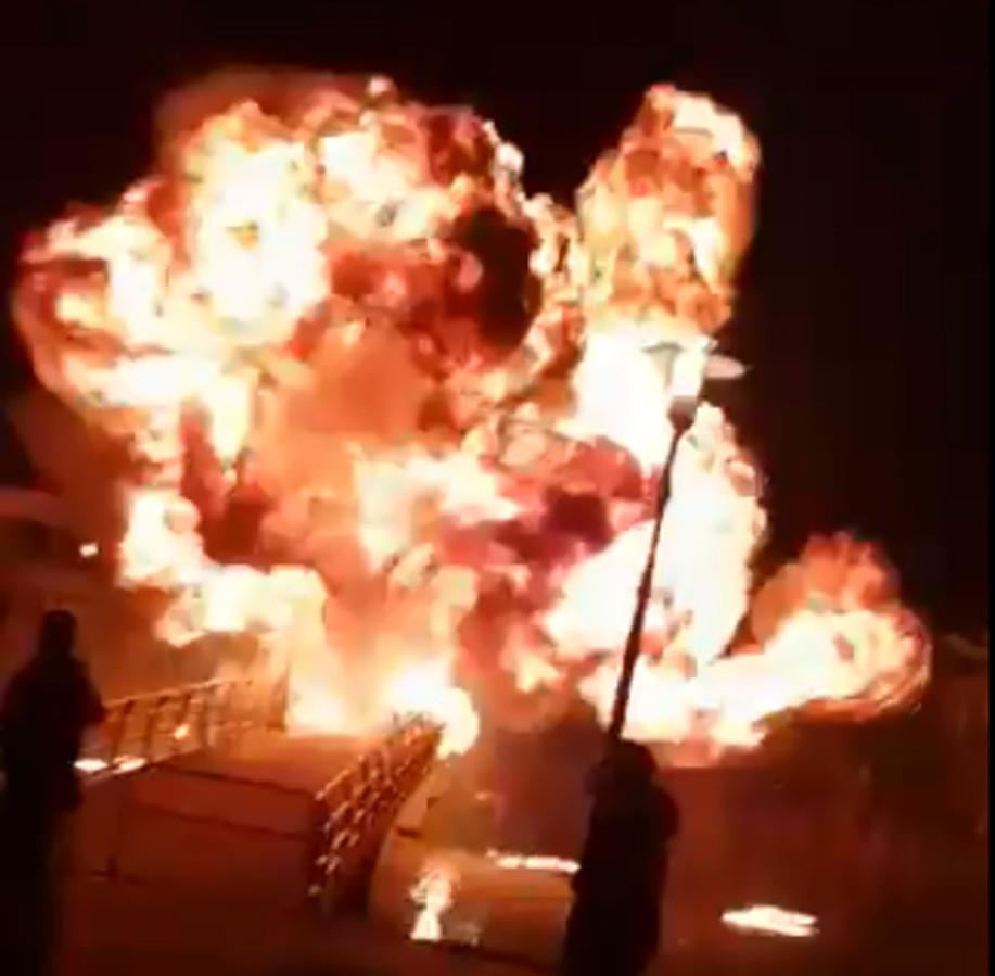 Videostill van een explosie door een vuurwerkbom. Foto ter illustratie.