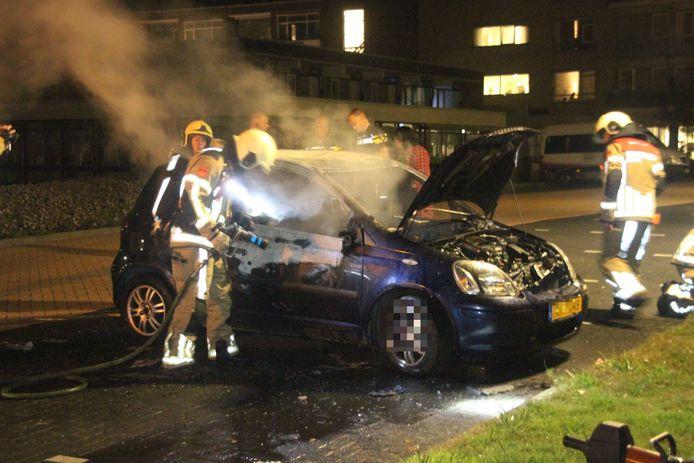 De zwaar gehavende auto in Zwolle.
