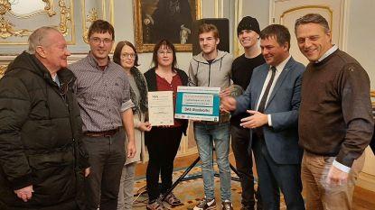 Mini-onderneming DAS Woodworks uit Melle wint YES-award op kerstmarkt Roeselare