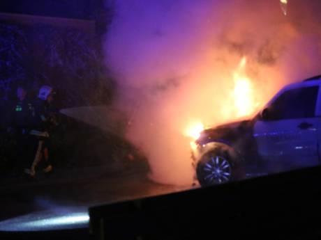 Drie auto's in vlammen op in Gouda: aan Tjalkwerf en wederom de Walvisstraat