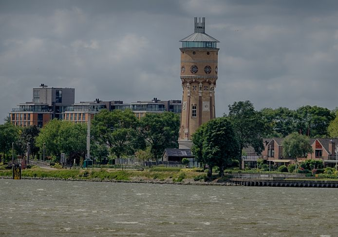 De m onumentale watertoren van Zwijndrecht