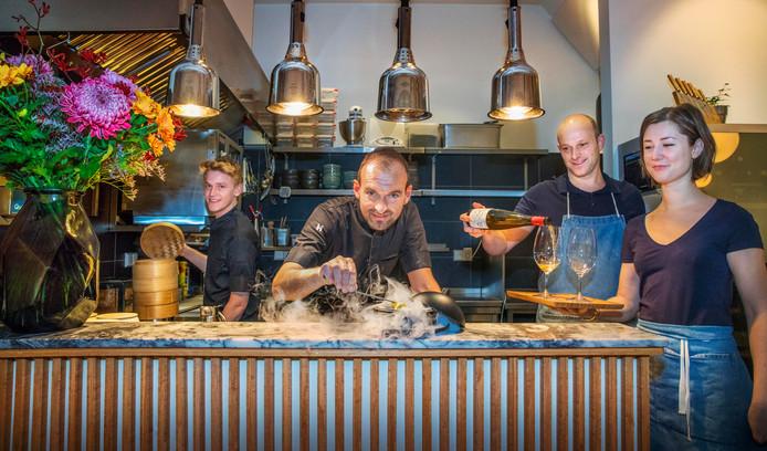 De brigade van Portfolio: v.l.n.r. Tibor, chef-kok Kasper Verlinden, Remco en Marine.
