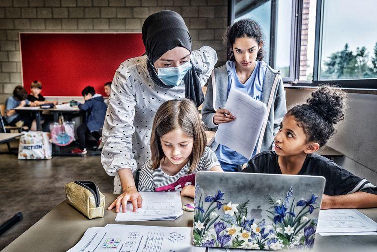 De kinderen krijgen extra lessen Nederlands, Frans, wiskunde, biologie of chemie. Beeld Tim Dirven