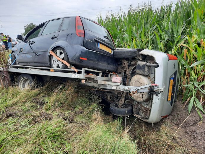 Vanwege een ongeval met een auto met aanhanger is de Nieuwe Dedemsvaartweg (N377) in beide richtingen afgesloten.
