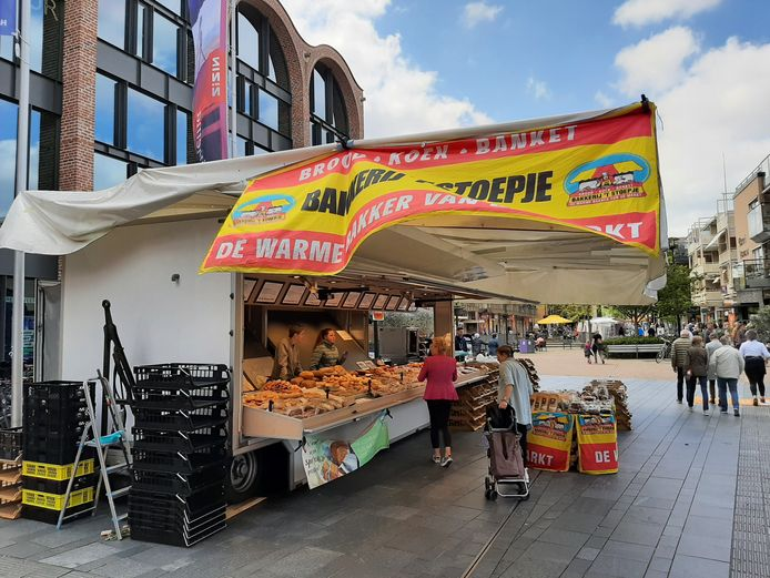 Eindelijk een brood-en-banketkraam op de markt in Nijverdal.