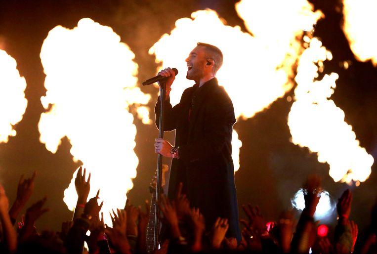 Adam Levine van Maroon 5 tijdens de Super Bowl 2019 in Atlanta.   Beeld Getty