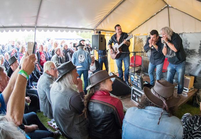 De kaarten voor het Bluesfestival in Kwadendamme blijven geldig.