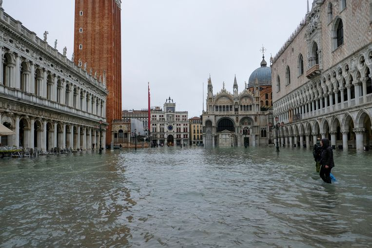 Het San Marcoplein in Venetië staat onder water. Beeld REUTERS
