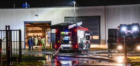 Brandweer rukt twee keer uit voor brand lasbedrijf Van Wijk in Lelystad
