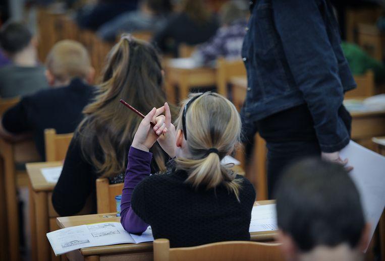 Groep 8 van basischool Mgr. Zwijsenschool maakt de cito-toets. Beeld Marcel van den Bergh / de Volkskrant