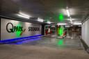 Met vertraging maar donderdagmiddag is de gloednieuwe ondergrondse parking Steendok aan de Gedempte Zuiderdokken geopend. De parking biedt plaats aan 900 wagens en nog eens 126 fietsen.