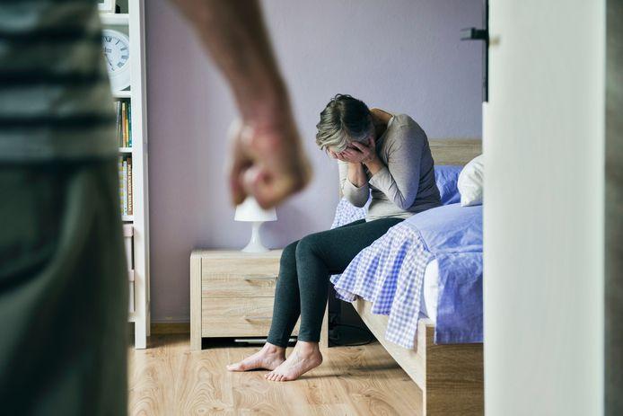 De relatie was gewelddadig, zei de vrouw, maar de man ontkende dat. Hij had haar naar eigen zeggen één keer teruggeslagen en was daarvoor gestraft door justitie.