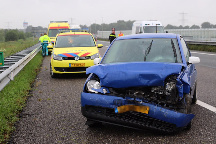 Schade na het ongeval op de A59.