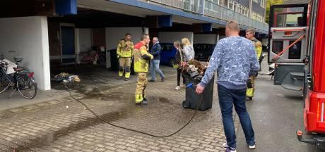 Buren voorkomen erger bij containerbrand in Deventer