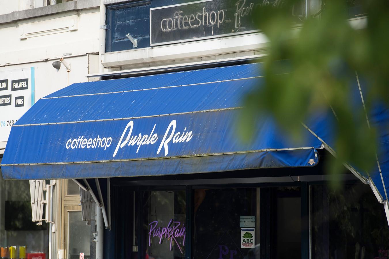 Coffeeshop Purple Rain in Breda, een van de tien steden waar in 2021 het experiment met gereguleerde teelt van cannabis van start gaat.