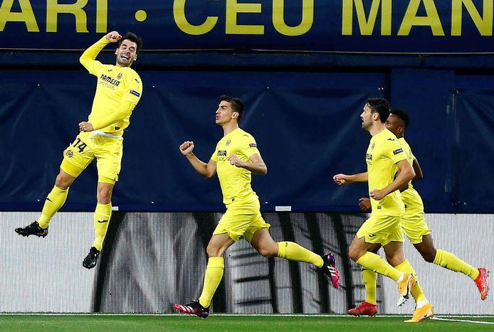 Manu Trigueros (l) viert de 1-0 van Villarreal.