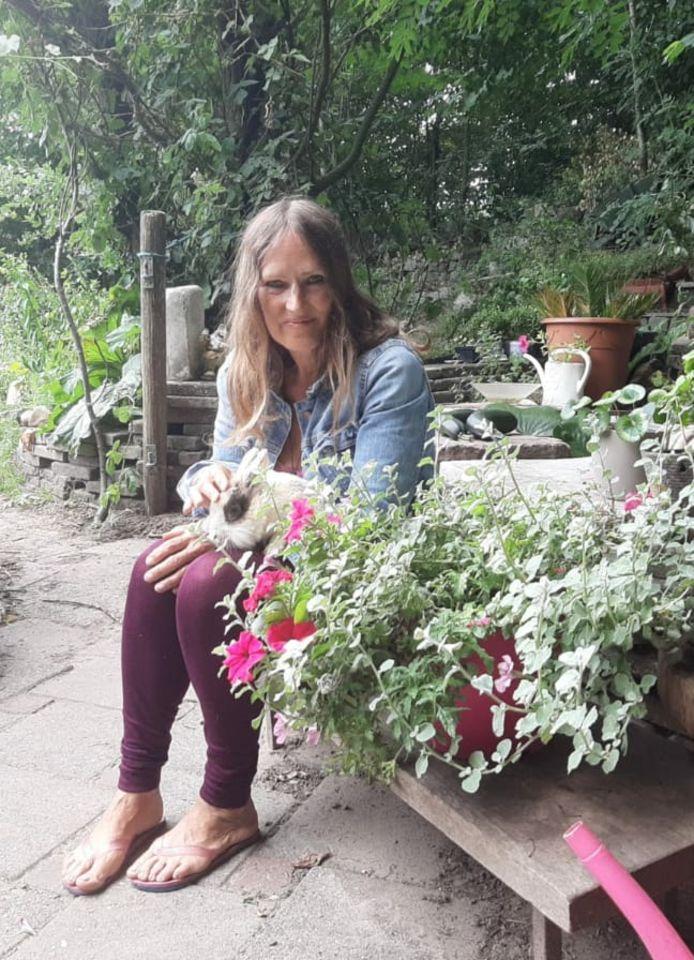 In haar tuin heeft Madeleine ook een intiem plekje gecreëerd waar niemand haar kan zien.