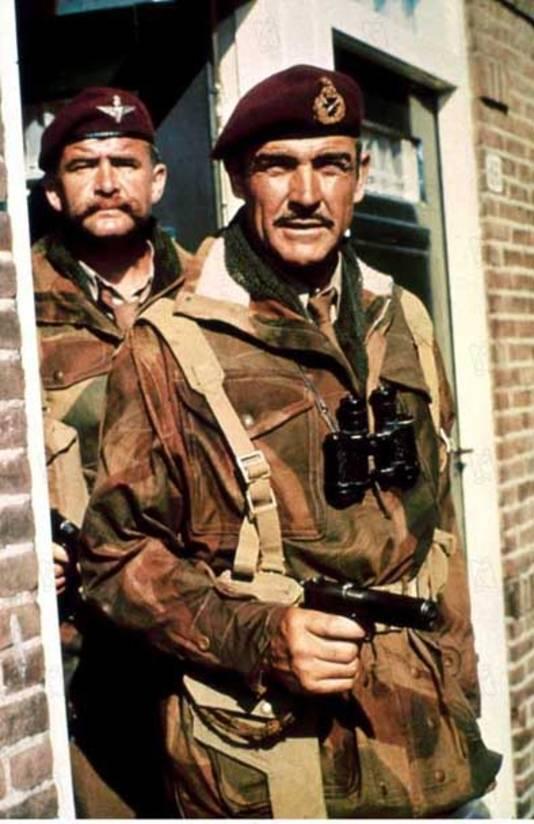 'Sean Connery met een maroonrode baret op. Een beeld uit de film 'A bridge too far', waarin hij generaal-majoor Urquhart speelt.'