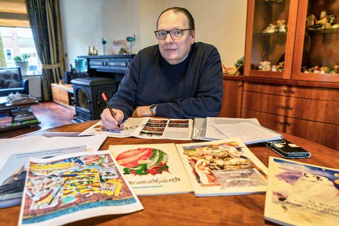 Sjef Kock werkt nog aan het boek over 66 jaar carnaval in Oosterhout.