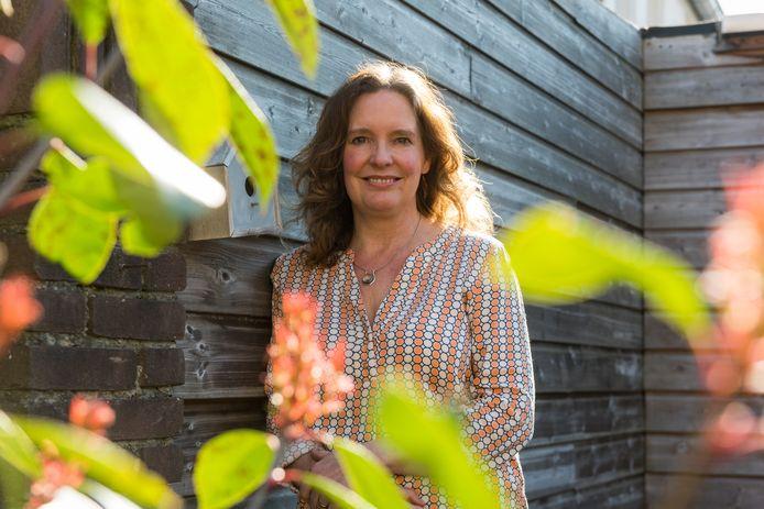De Veldhovense Isabel Timmers schreef het boek De zeven sluiers.