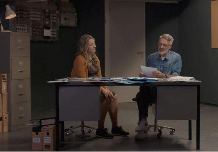 Still uit de documentaire met Maaike van der Velden en Joop van Gemert, die het politie-onderzoek naar de meisjes van Bouvigne leidden.