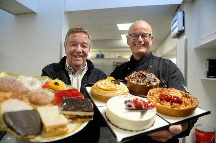 De Duitse bakker Hermann Dust (rechts) en zijn Nederlandse collega Marc Oonk zitten samen in de jury van de grensoverschrijdende bakwedstrijd 'Heel Euregio bakt'.