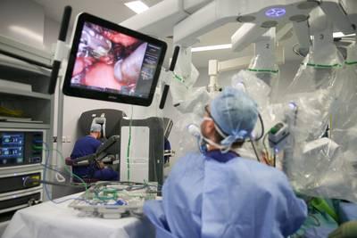 taakstraf-en-boete-voor-chirurg-die-initialen-in-donorlevers-brandde