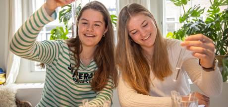 Zwolse leerlingen doen hun scheikundepracticum thuis: 'Je gaat de lesstof echt beter snappen'