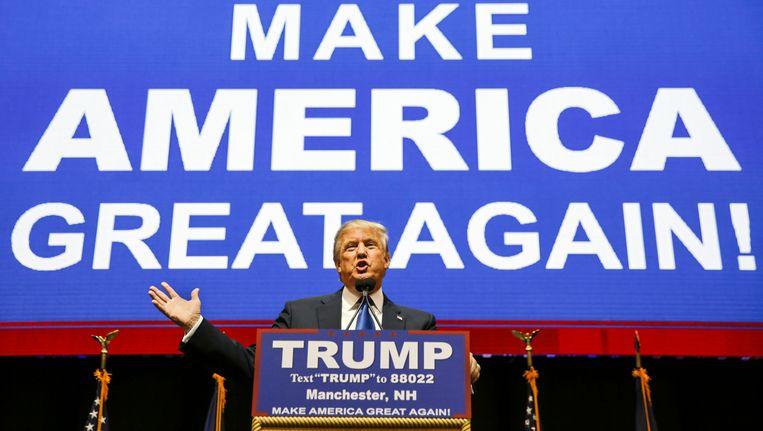 Donald Trump maandag in Manchester tijdens zijn laatste bijeenkomst in New Hampshire. Beeld AP