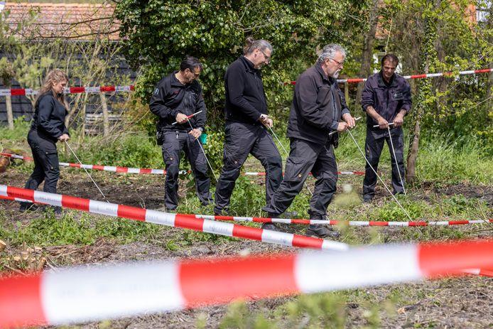 De politie zoekt in recreatiegebied De Hulk bij Scharwoude naar het lichaam van de verdwenen Sumanta Bansi.