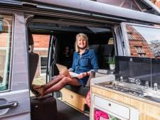 Zij werken vanuit camper, vrachtwagen en schoolbus: 'Ik noem het gezellig primitief'