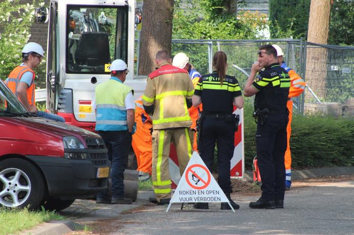 Bij graafwerkzaamheden aan de Houtsnijdershorst in Apeldoorn is een gasleiding geraakt.