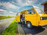 Peter (65) nam de Volkswagen van zijn vader over en maakte er een camper van: 'Hij rijdt heel lekker!'