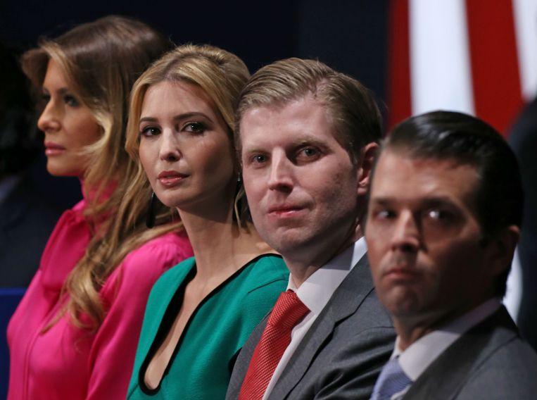 Trumps vrouw Melania (L) en kinderen, Ivanka, Eric en Donald Trump jr. Beeld AFP