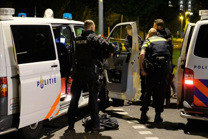 De Rotterdamse politie ligt weer eens onder vuur, nu na het uitdelen van een vuistslag in Rotterdam-Noord. De agenten op deze foto hebben daar overigens niets mee van doen.