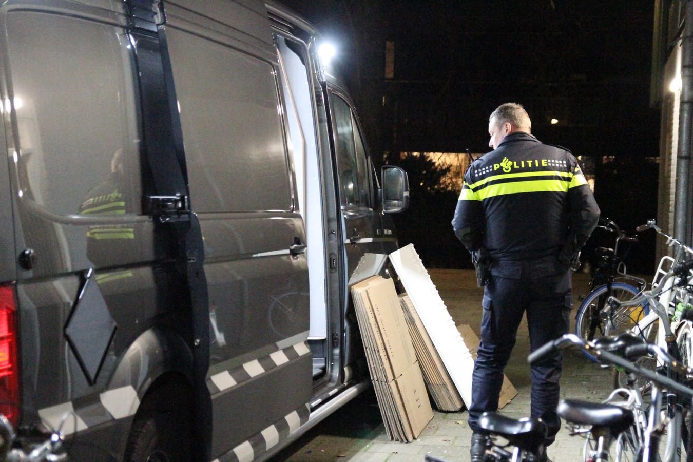 De politie vond in kelderboxen in Delft 650 kilo aan illegaal vuurwerk.