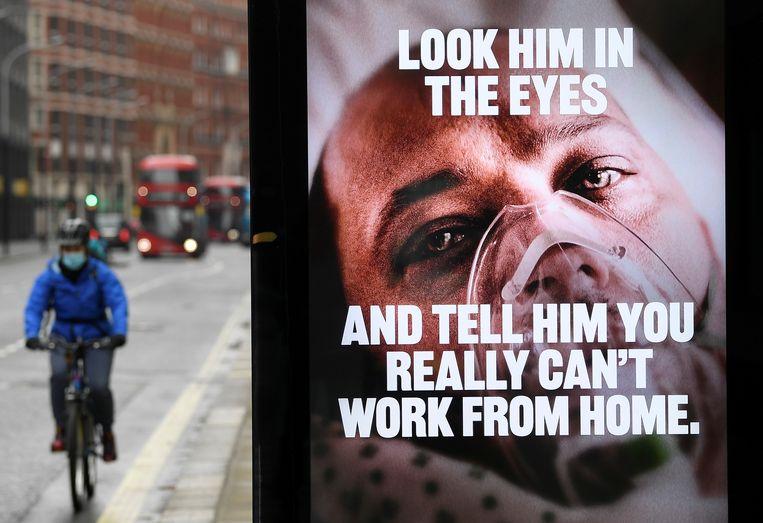 Een advertentie in Groot-Brittannië waarschuwt voor de gevolgen van het coronavirus.  Beeld REUTERS