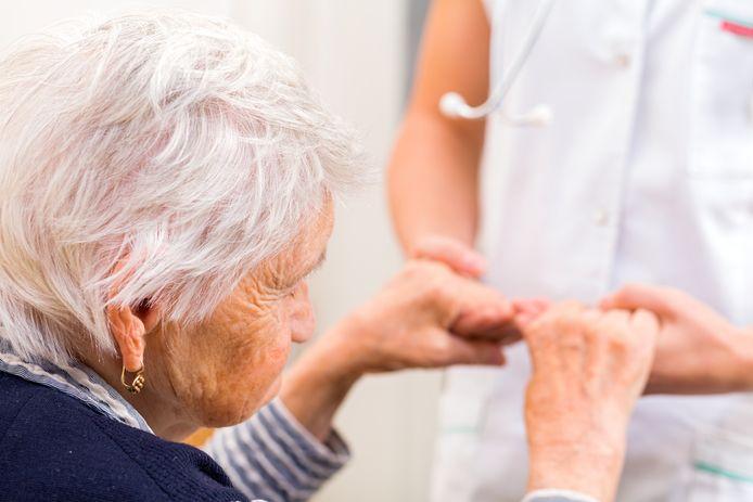 De zorg in ziekenhuizen is onvoldoende ingesteld op oudere mensen