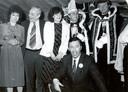 Leden van de CPNB met hun carnavaleske onderscheiding met helemaal links Marijke Gelderman.